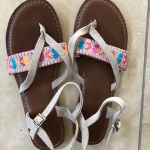 Toms Lexi sandals embroidered 8.5